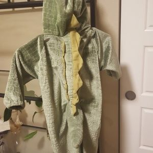 Costumes - Dinosaur costume size 3 to 4t
